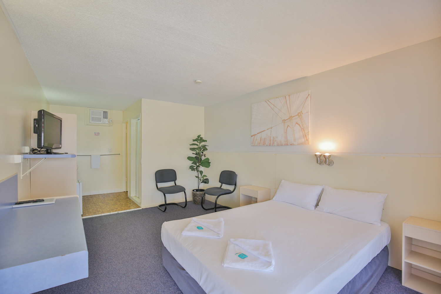 Oscar Motel features charming, clean and comfortable rooms which really makes you feel at home.